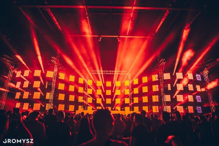 Back&Forth 5.0 – oświetlenie sceniczne